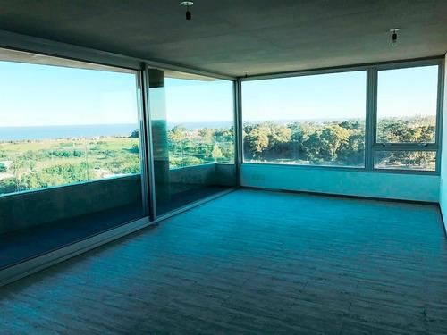 piso alto. 2 dormitorios. terraza. seguridad.