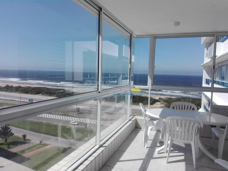 piso alto frente al mar con parrilla propia.-ref:169
