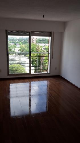 piso alto,2 dormitorios en asencio y suarez
