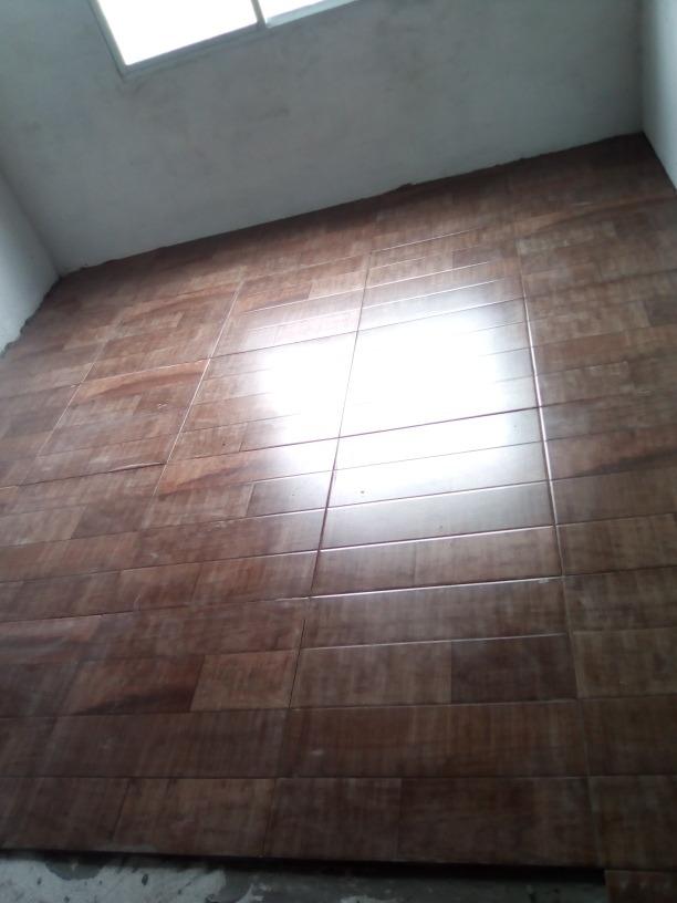 Piso ceramica tipo madera 350 00 en mercado libre for Tipos de pisos de madera