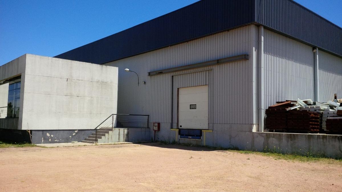 planta industrial con instalaciones y servicios. sobre ruta