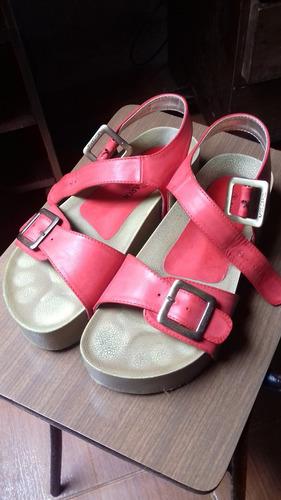 plataformas rojas miss carol