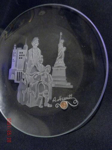 plato de cristal tallado y firmado.