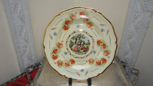plato ingles antiguo con escena y rosas para decorar vealo