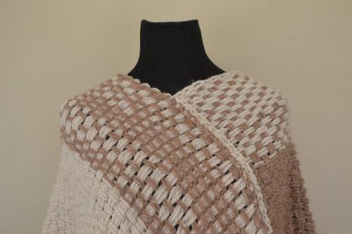 poncho/chal/ruana/telar/tejidos artesanales/crochet/beige
