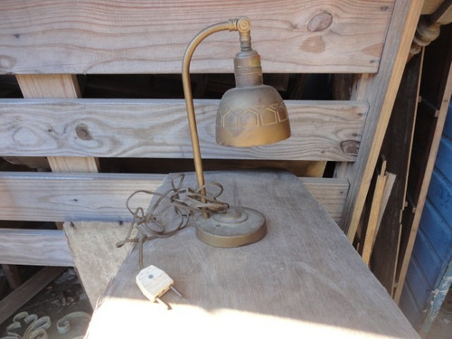 portatil lampara  antigua de hierro  en buen estado