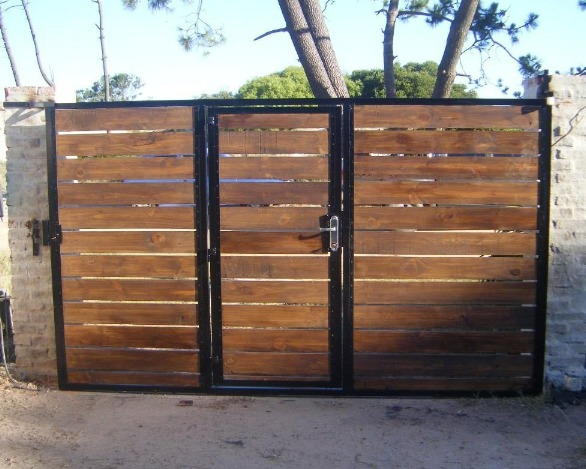 Port n corredizo basculante o pivotante hierro o con for Saguan de madera