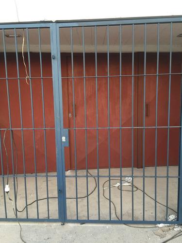 portón de chapa y angulo rejas todo a medida