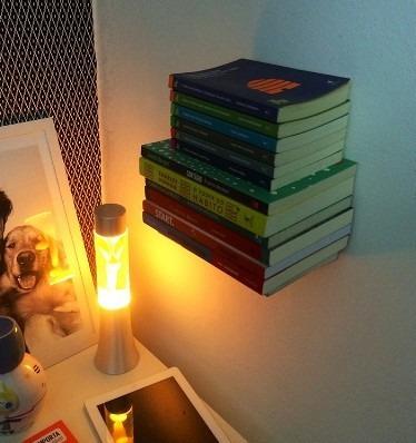 prateleira ou suporte invisível para livros