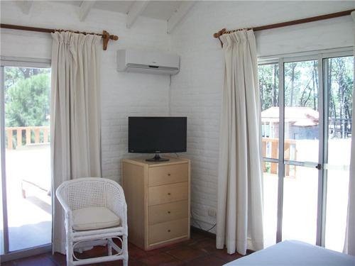 preciosa casa, 4 dormitorios, 400 mts. de la playa