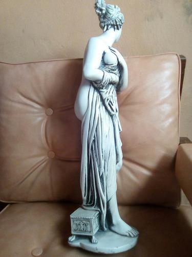 preciosa escultura en marmolina