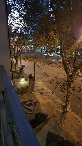 precioso apartamento en pocitos, un dorm, terraza al frente!