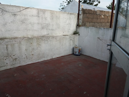 primer piso por escalera al frente. amplias terrazas