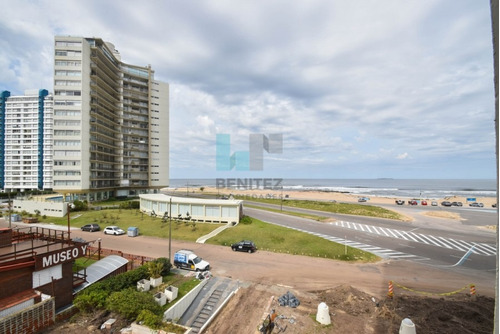 primera fila al mar. apartamento en venta de 1 dormitorio en torre con servicios. destacado! - ref: 8098