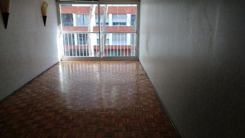 próximo a rambla! amplio, piso bajo al frente, con garage.
