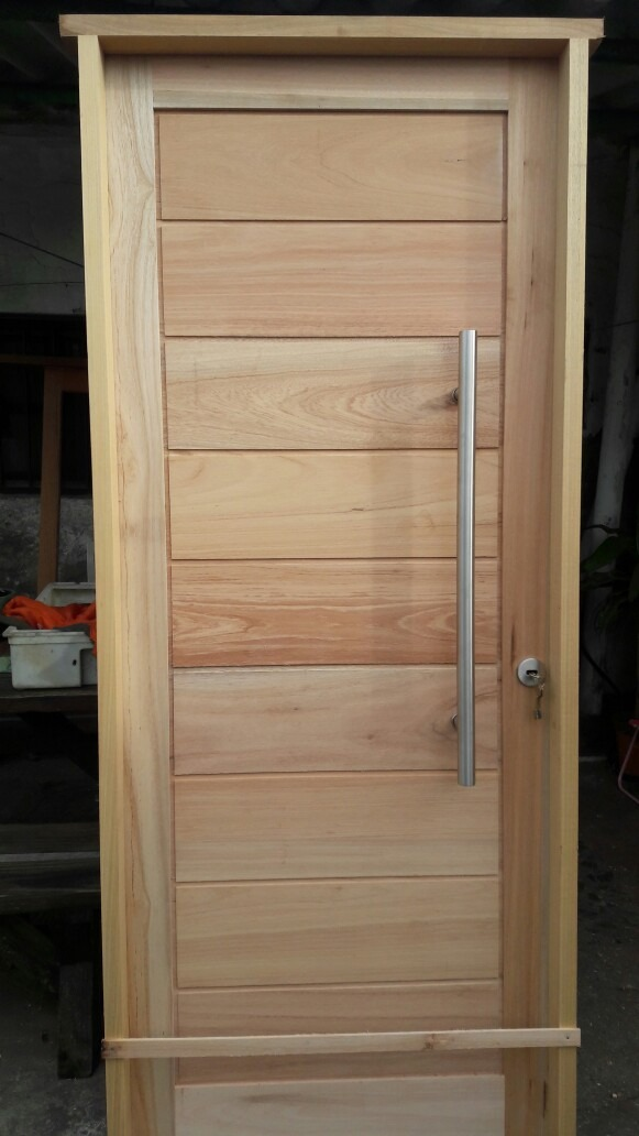 Puerta exterior de madera aberturas la casona en mercado libre Puertas de madera exteriores