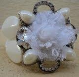 pulseira linda com pedras e flor