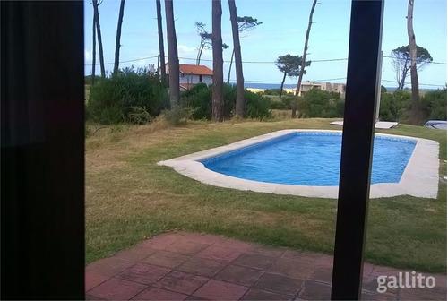 punta ballena 2 casas  media de playa con piscina y barbacoa