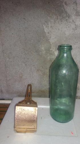 puretera y botella antigua