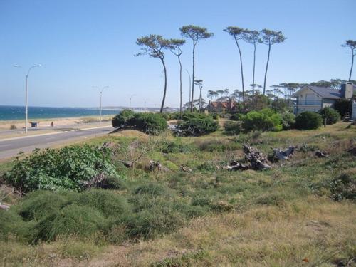 rebajado ! lote e 3.000 m2. en primera fila de playa mansa.