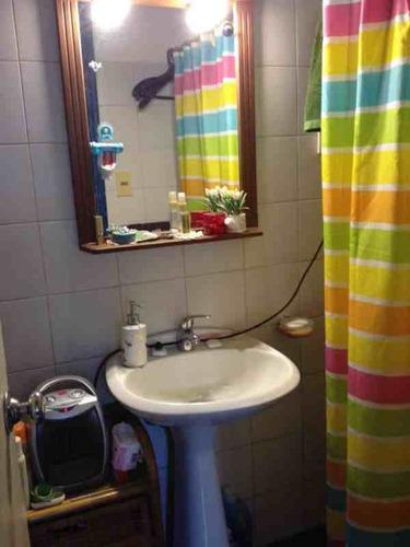 reciclaje ph, 1er piso por escalera. 2 dormitorios, 1 baño