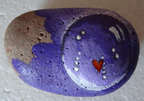 regalo original pintura en piedra pisa papel corazon pareja
