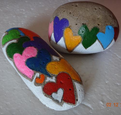 regalo original pintura en piedra pisa papel enamorados