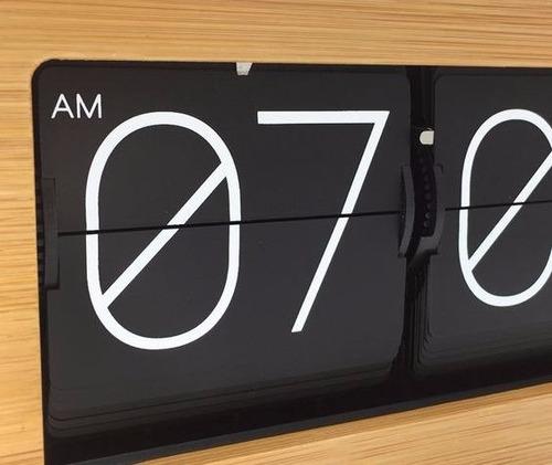 reloj flipclock de bambu - a brillar mi amor