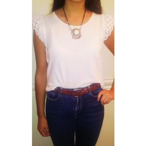 remera blanca algodón con detalle de encaje