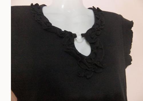 remera, buzo manga corto negro con volados y escote