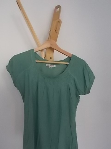 remera verde muy linda! como nueva