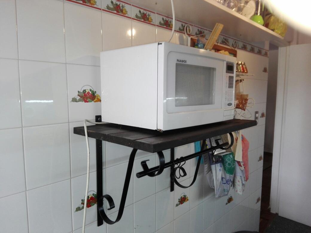 Repisas estantes rusticos tipo ganchera en madera y hierro for Repisa para microondas