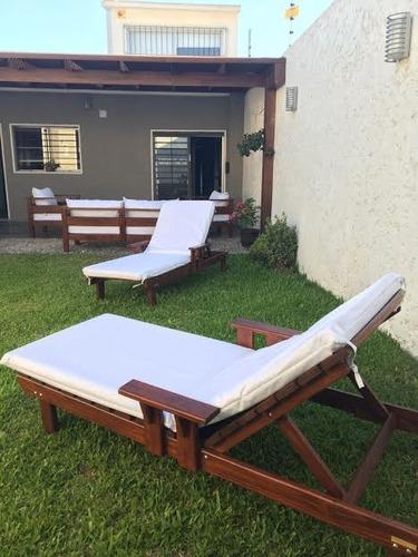 reposeras c/patas en madera tratada para piscinas.