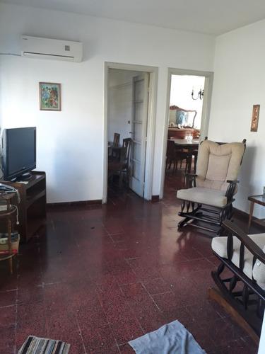 residencia de 2 plantas frente a intendencia de colonia
