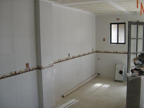 revestimiento de contenedores y baños, yeso, pisos flotantes