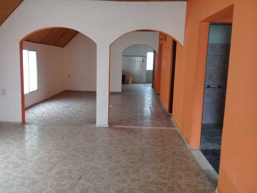 salon centrico/casa 3 dormitorios/otro salon / patio barbaco
