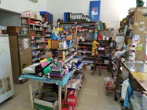 salón,papelería,kiosco familiar c/buena renta sobre avenida