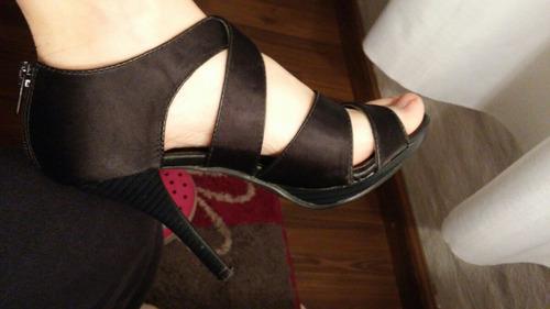sandalia negra forrada con tiras número 36