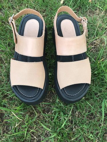 sandalias de cuero color nude