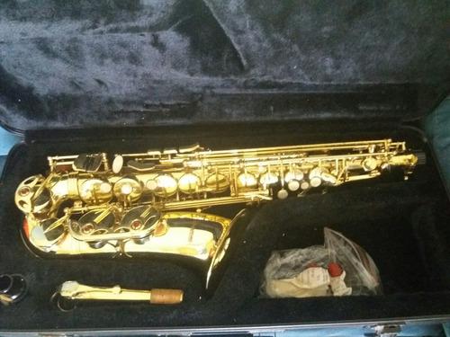 saxofón alto suzuki en su estuche semi nuevo