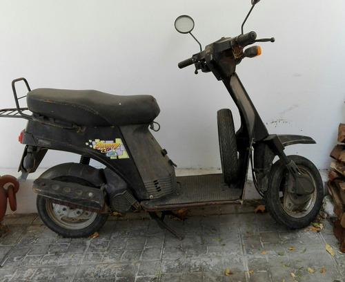 scooters bajaj sunny negra