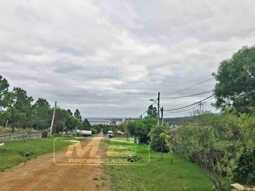 se vende terreno con vistas parciales al mar en piriápolis!!