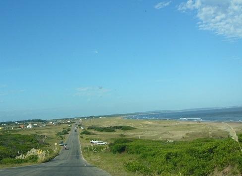 se vende terreno en punta negra frente a la playa.