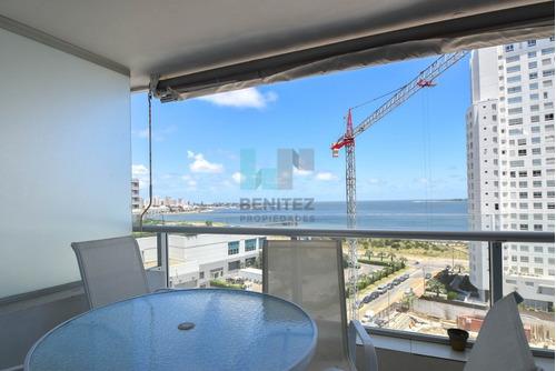 seasons tower. apartamento en piso alto de 2 dormitorios + 3 baños. vista puerto! playa mansa. - ref: 7082