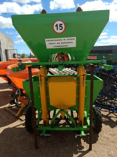 sembradora plantadora de papas polaca para 2 surcos