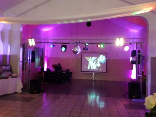 servicio de discoteca con pantalla gigante