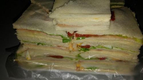 servicio de  lunch!  4900 pesos! 098436910