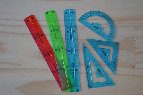 set de artículos escolares con mochila sobre!