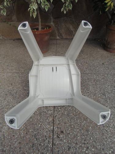 silla de plástico sin apoya brazos blanca- 140kg y regatones