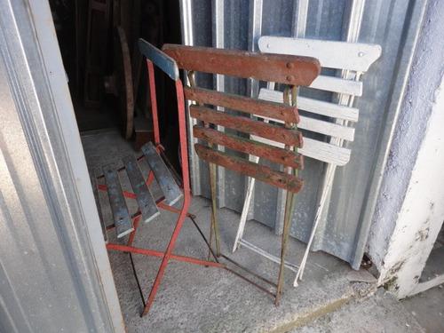 sillas antiguas prontas para usar estavan en uso consulte